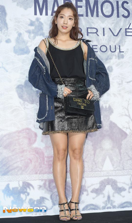 Cùng tại sự kiện Chanel: G-Dragon lấy quạt che mặt, CL liên tục kéo váy, Yoona thì đẹp bất chấp - Ảnh 11.