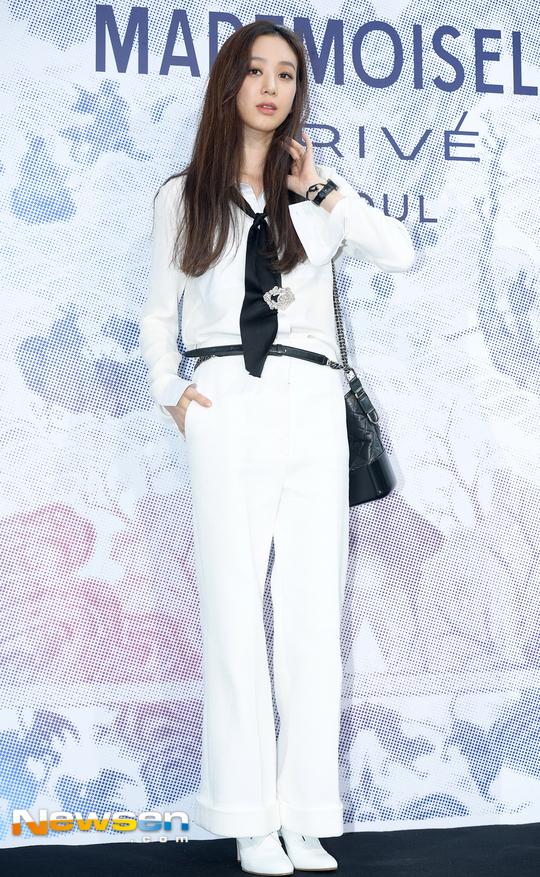 Cùng tại sự kiện Chanel: G-Dragon lấy quạt che mặt, CL liên tục kéo váy, Yoona thì đẹp bất chấp - Ảnh 17.