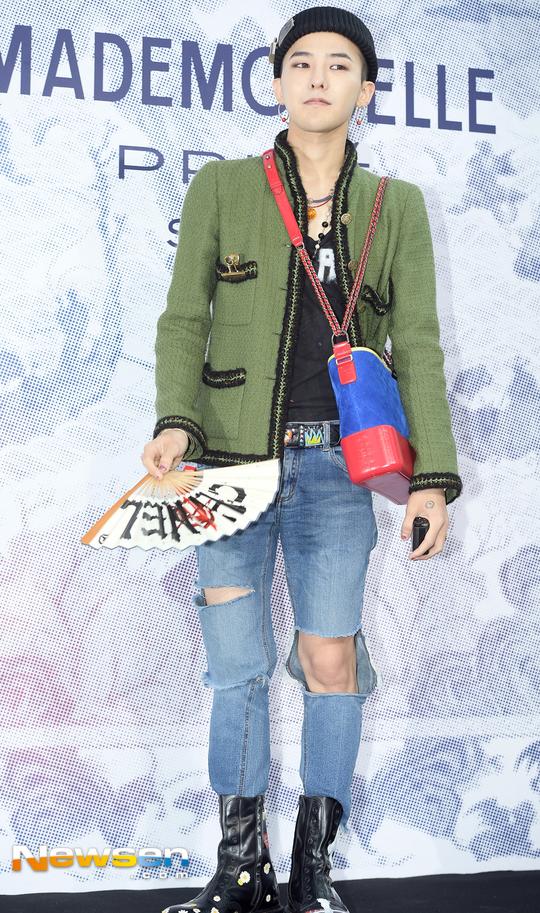 Cùng tại sự kiện Chanel: G-Dragon lấy quạt che mặt, CL liên tục kéo váy, Yoona thì đẹp bất chấp - Ảnh 3.
