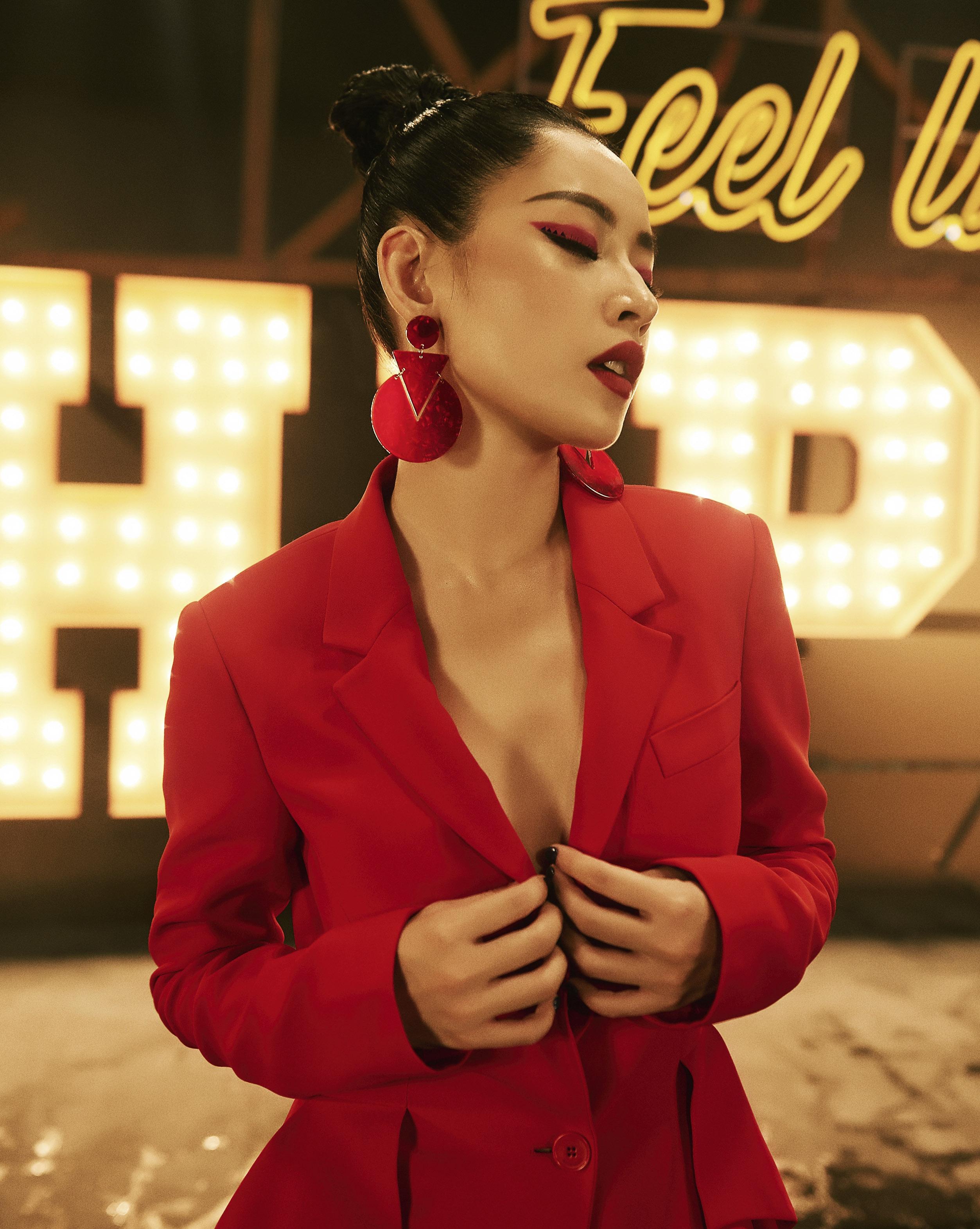 """MV """"Từ Hôm Nay"""" (Feel Like Ooh) - phát pháo đầu tiên cho vai trò ca sĩ của Chi Pu đã chính thức trình làng! - Ảnh 6."""
