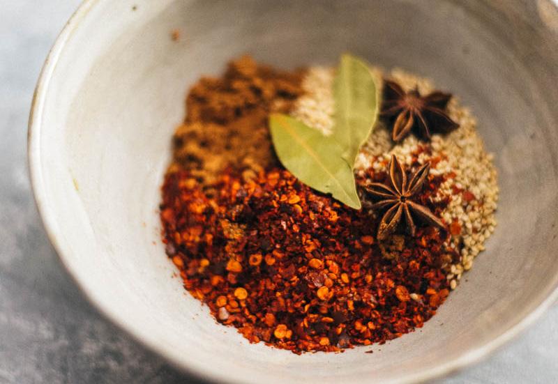 Ớt chưng - linh hồn của nhiều món ăn Việt quen thuộc hóa ra vô cùng dễ làm - Ảnh 1.