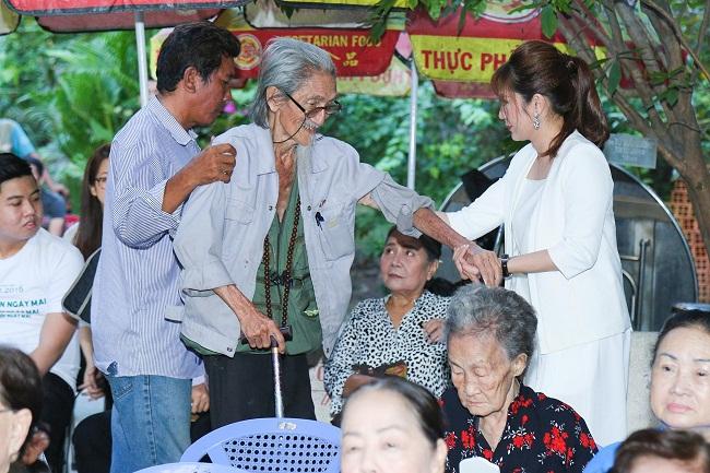 An Nguy, Trấn Thành không kìm được nước mắt trong buổi chúc tết các nghệ sĩ già - Ảnh 7.