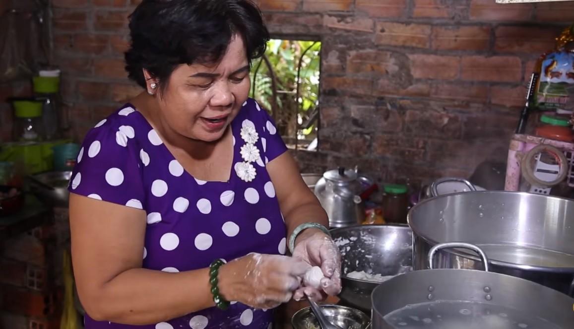Cô bán chè 56 tuổi của Thách thức danh hài: Từng bị liệt người, nhưng nhận 100 triệu chỉ để cho bố mẹ vì nghĩ mình còn trẻ - Ảnh 4.