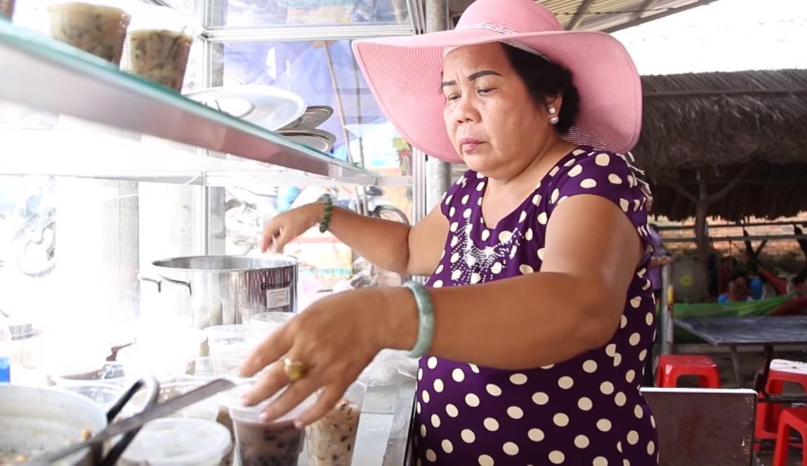 Cô bán chè 56 tuổi của Thách thức danh hài: Từng bị liệt người, nhưng nhận 100 triệu chỉ để cho bố mẹ vì nghĩ mình còn trẻ - Ảnh 5.