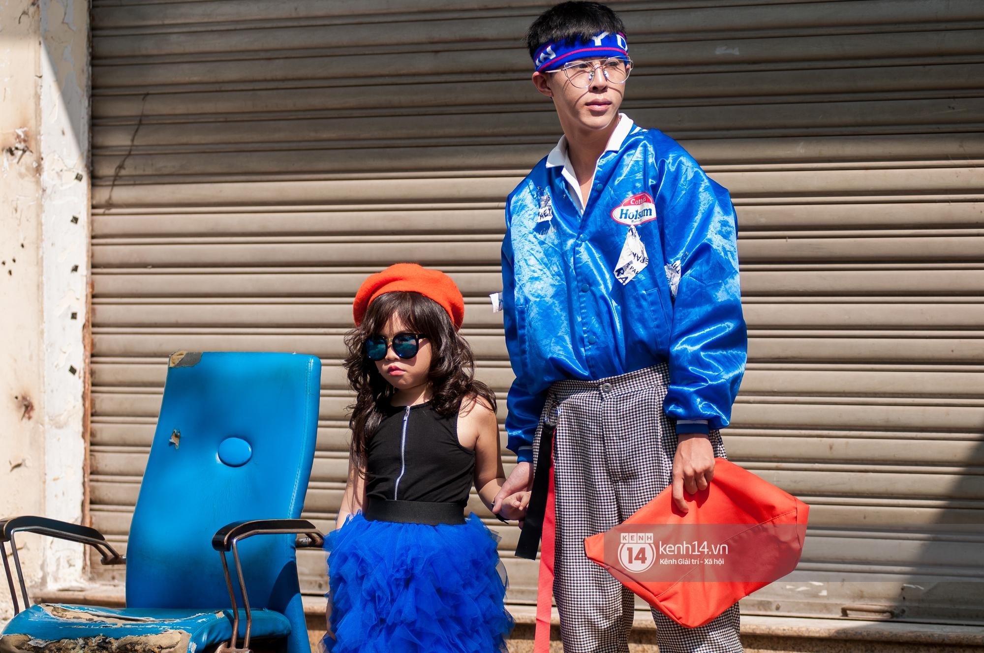 Street style ngày 2 VIFW: Dàn mẫu danh tiếng nhập cuộc, giới trẻ Hà thành thi nhau khoe phong cách dị cùng loạt màu tóc nổi bần bật - Ảnh 13.