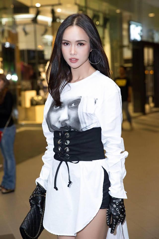 Tóc Tiên, Hương Giang Idol... đua nhau khoe eo với mốt diện corset cùng đồ thun như nhà Kardashian - Ảnh 5.