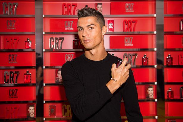 Ronaldo làm DJ, quẩy tưng bừng trong ngày ra mắt nước hoa CR7 - Ảnh 4.