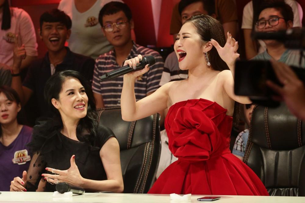 Chỉ cover một đoạn Em gái mưa, Thu Phương đã khiến fan mê mẩn với giọng hát cộp mác sầu não - Ảnh 2.
