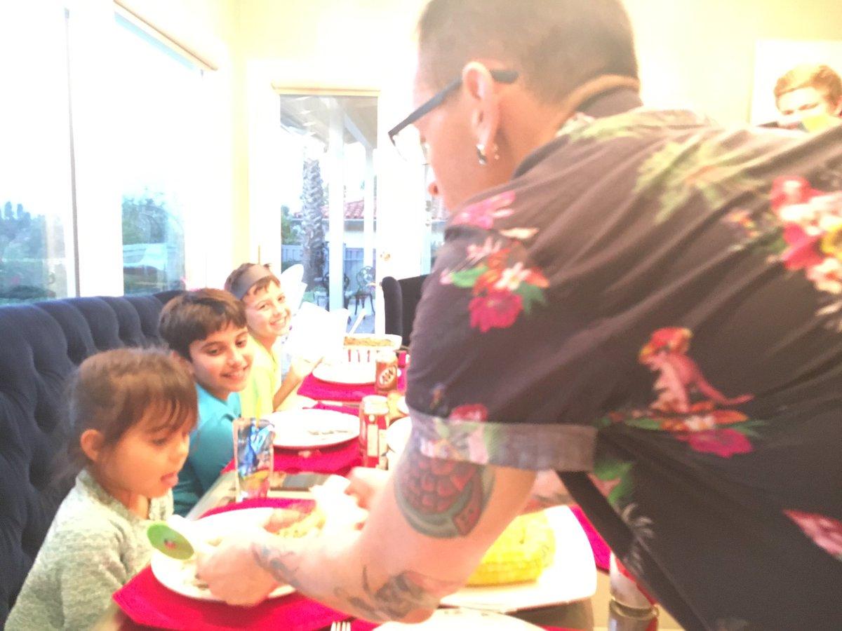 Chester (Linkin Park) đã có một gia đình hạnh phúc trước khi anh tự tử - Ảnh 5.