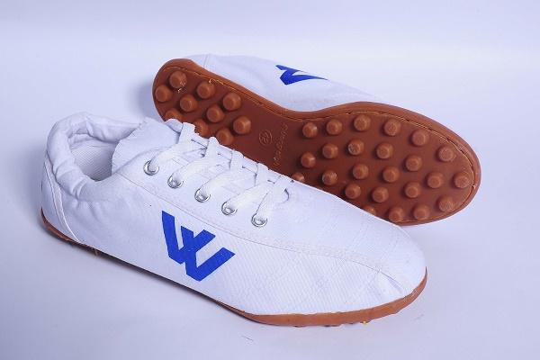 Trước khi giày ngoại tràn vào, thiên hạ này vẫn là của sandal Bitis và giày Bata - Ảnh 7.