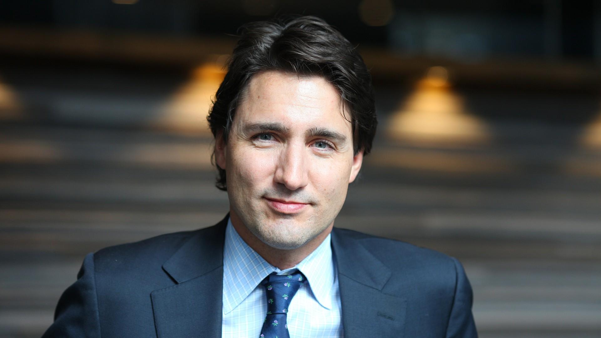 Nổi tiếng bởi vẻ điển trai và lịch lãm, khi đặt chân tới Việt Nam, Thủ tướng Canada lại càng khiến mọi người phải trầm trồ - Ảnh 1.