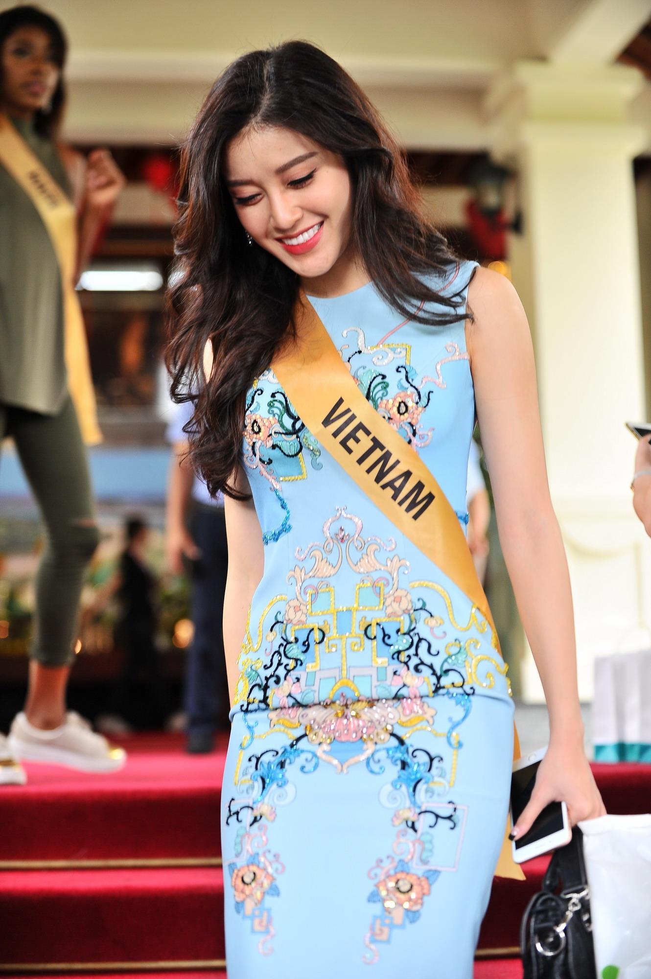 Huyền My xinh đẹp đọ sắc cùng các thí sinh Miss Grand International tại động Thiên Đường - Ảnh 1.
