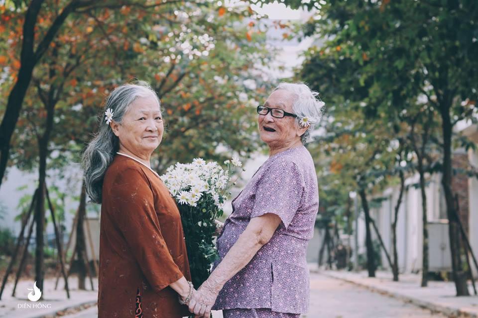 Bộ ảnh Tình bạn già bên cúc họa mi khiến nhiều người ước ao có một BFF như thế - Ảnh 4.