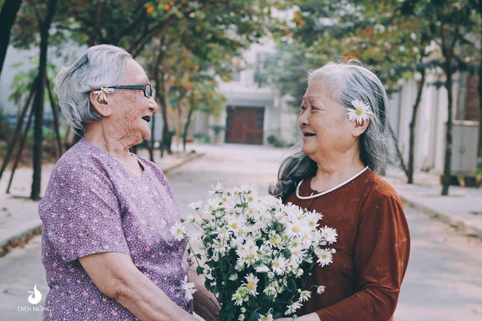 Bộ ảnh Tình bạn già bên cúc họa mi khiến nhiều người ước ao có một BFF như thế - Ảnh 5.