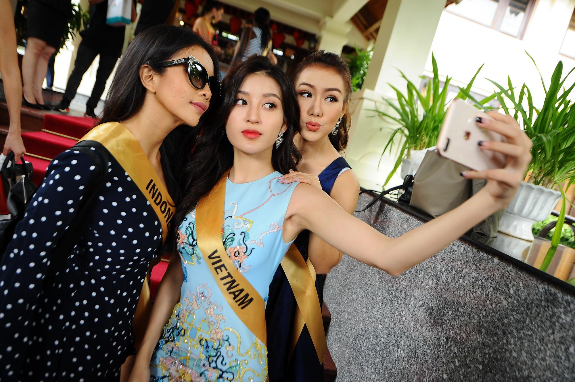 Huyền My xinh đẹp đọ sắc cùng các thí sinh Miss Grand International tại động Thiên Đường - Ảnh 2.