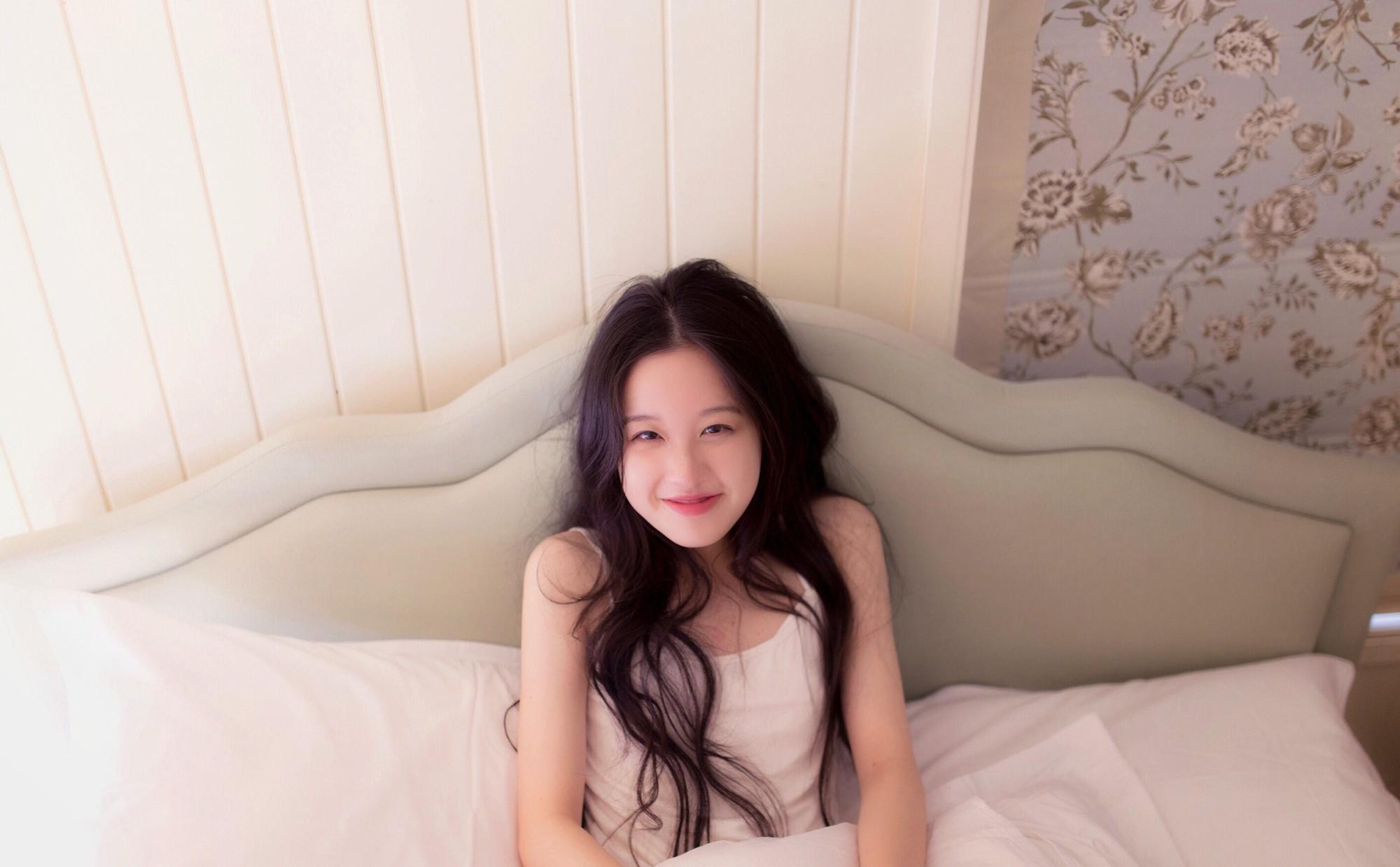 Cô bạn con nhà tài phiệt Trung Quốc đẹp dịu dàng được ví như hot girl trà sữa thứ 2 - Ảnh 4.