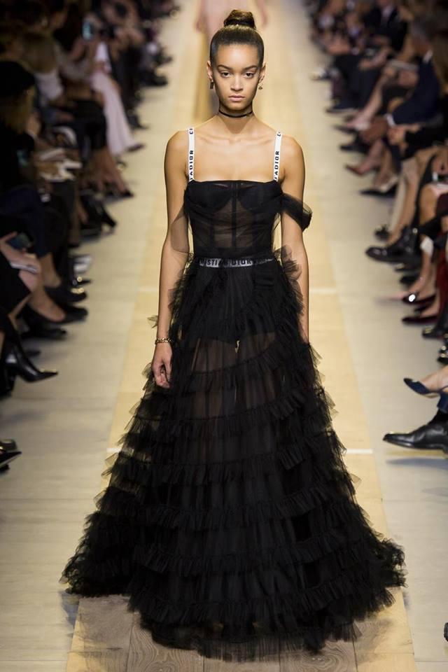 Diệu Nhi bất ngờ bị cư dân mạng tố mặc váy nhái Dior - Ảnh 4.
