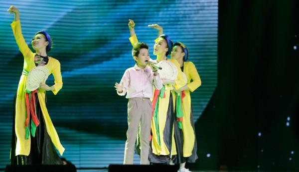 Khách mời Đông Nhi thể hiện lại hit chiến thắng của học trò, Giọng hát Việt nhí 2017 lộ Top 3 chung cuộc - Ảnh 10.