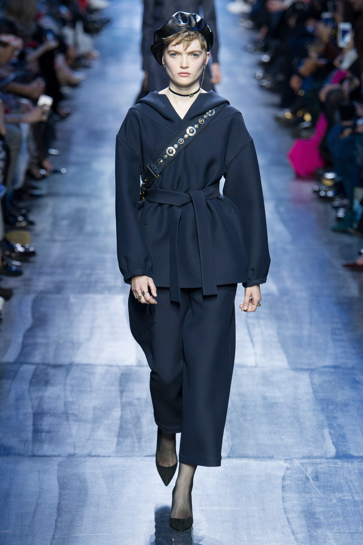 NTK Đỗ Mạnh Cường và giới mộ điệu Việt chê ỏng chê eo BST mới nhất của Dior - Ảnh 5.