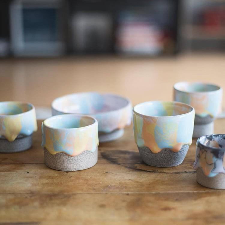 Bộ sưu tập cốc chén từ gốm nặn tay đẹp lung linh tựa cầu vồng - Ảnh 5.