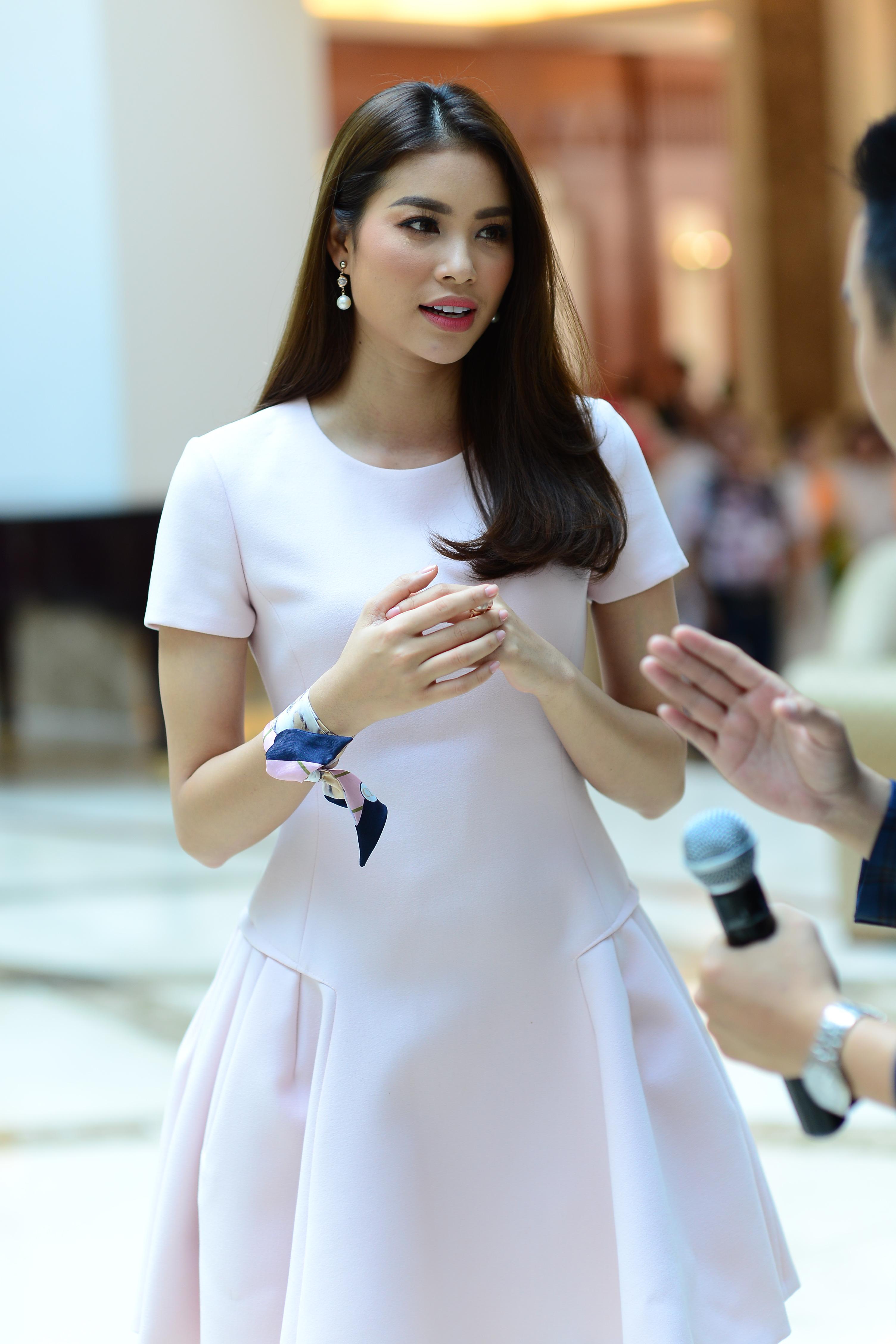 Không phải The Face, Phạm Hương góp mặt trong show thực tế về nghề MC - Ảnh 2.