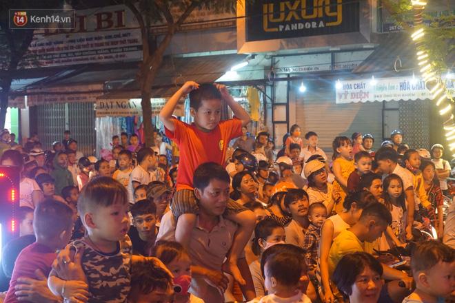 Đà Nẵng: Không khí rộn ràng khắp mọi tuyến đường khi các đội múa lân tràn ra giữa đường biểu diễn - Ảnh 10.