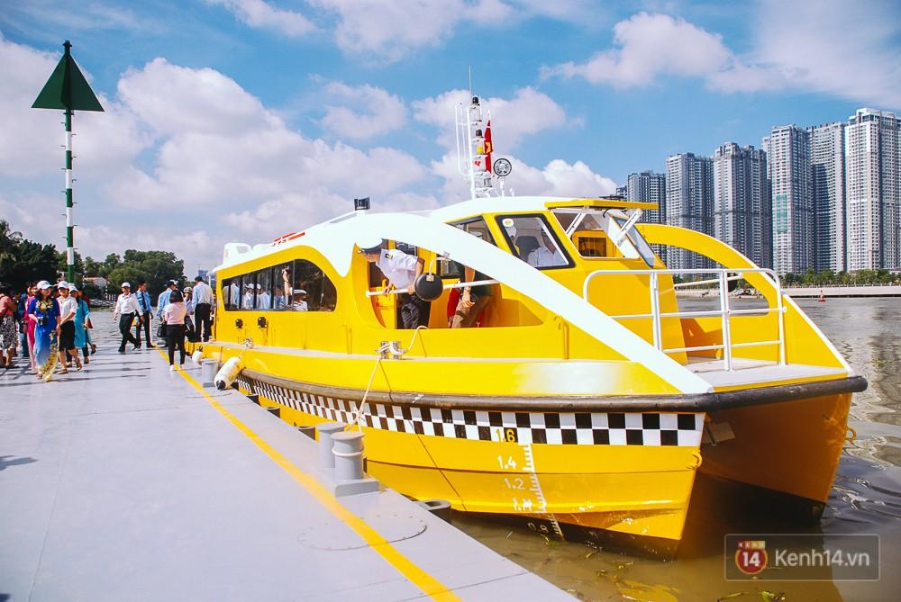 Người Sài Gòn chính thức được đi buýt đường sông ngày 25/11 với giá vé 15.000 đồng/lượt - Ảnh 1.