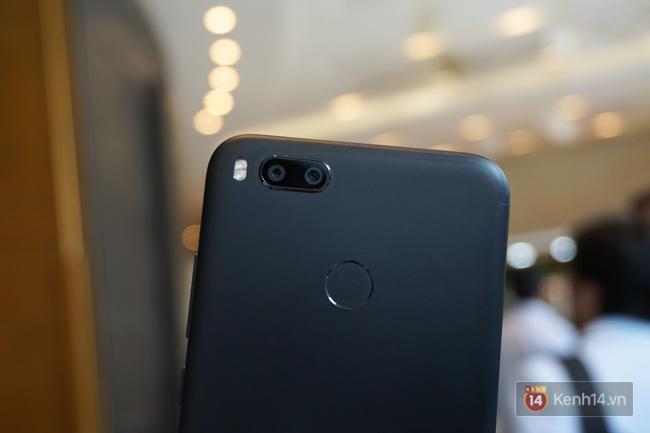 Trên tay smartphone tầm trung Mi A1 vừa ra mắt của Xiaomi: thiết kế đẹp, có camera kép và giá 5,3 triệu đồng - Ảnh 6.