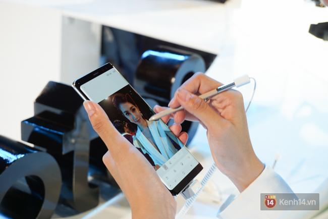 Trên tay Samsung Galaxy Note8 vừa ra mắt tại Việt Nam: Thiết kế rất ấn tượng, giá 22,5 triệu đồng! - Ảnh 8.