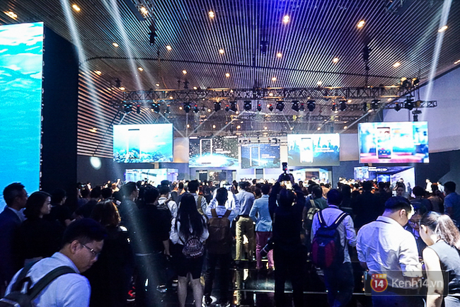 Cùng nhìn lại sự kiện ra mắt Samsung Galaxy S8 đầy thú vị và bất ngờ - Ảnh 2.