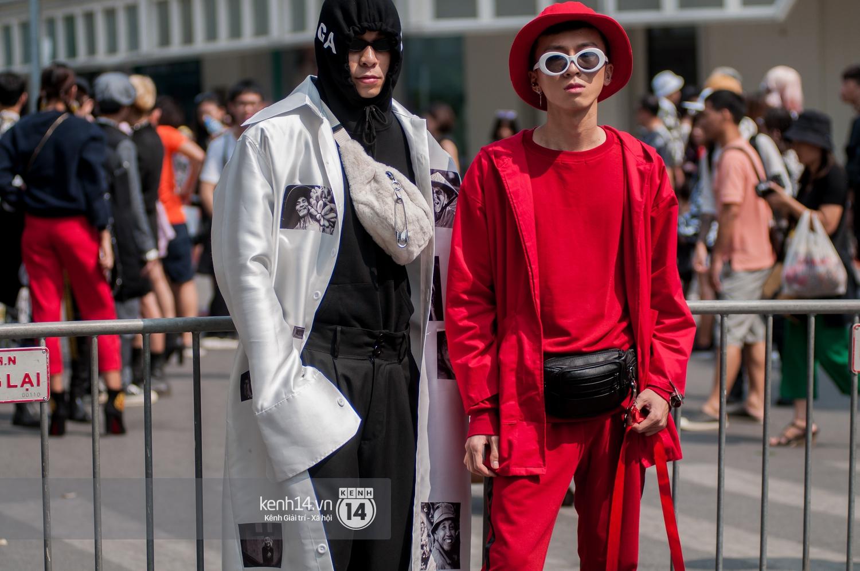 Street style ngày đầu VIFW: Giới trẻ Hà Nội ăn vận lồng lộn hơn hẳn năm trước, các nhóc tì mặc chất gây bão phố đi bộ - Ảnh 6.