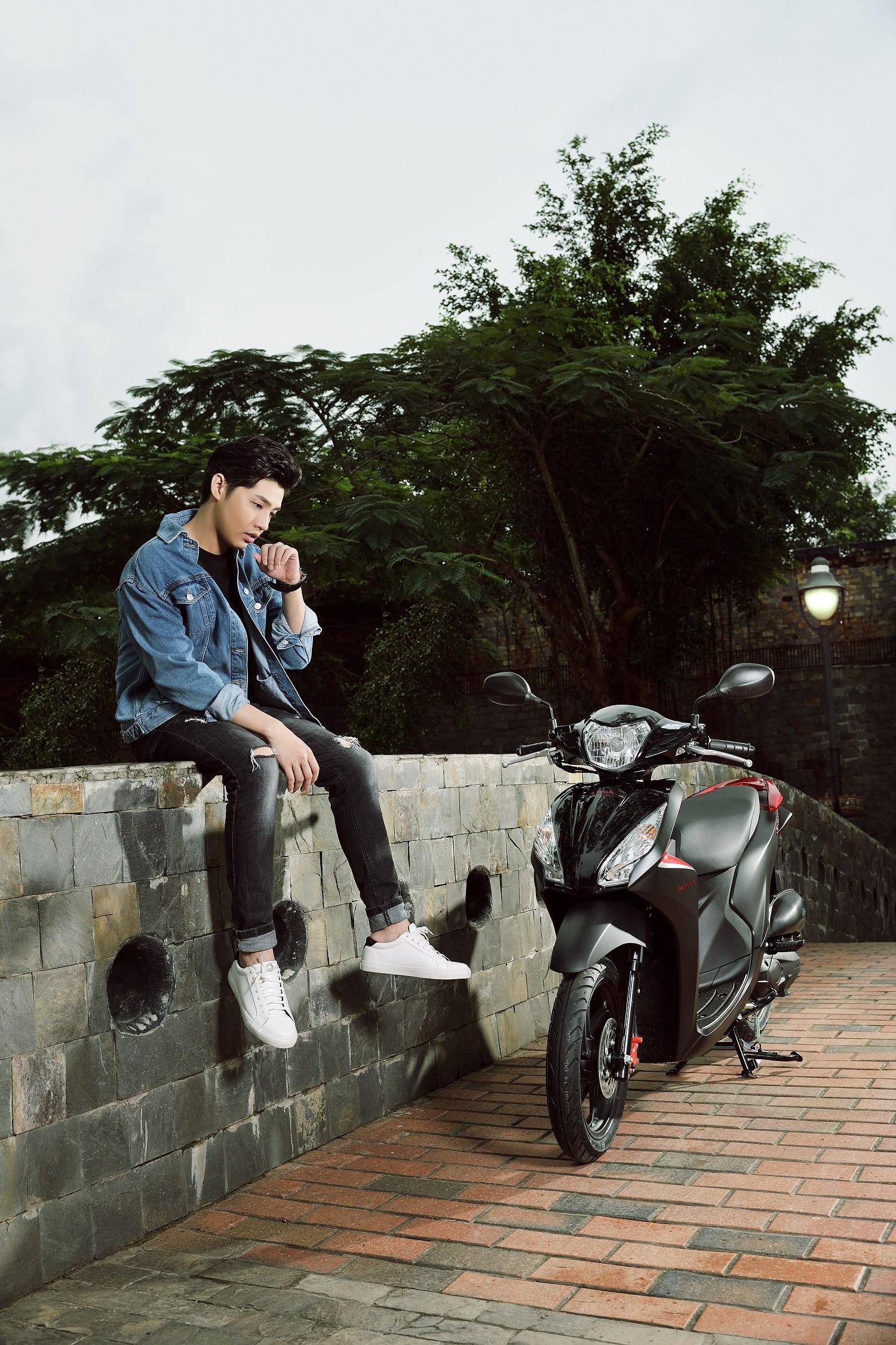 Noo Phước Thịnh, Tóc Tiên bất ngờ khoe cá tính với phong cách trẻ trung, năng động - Ảnh 1.