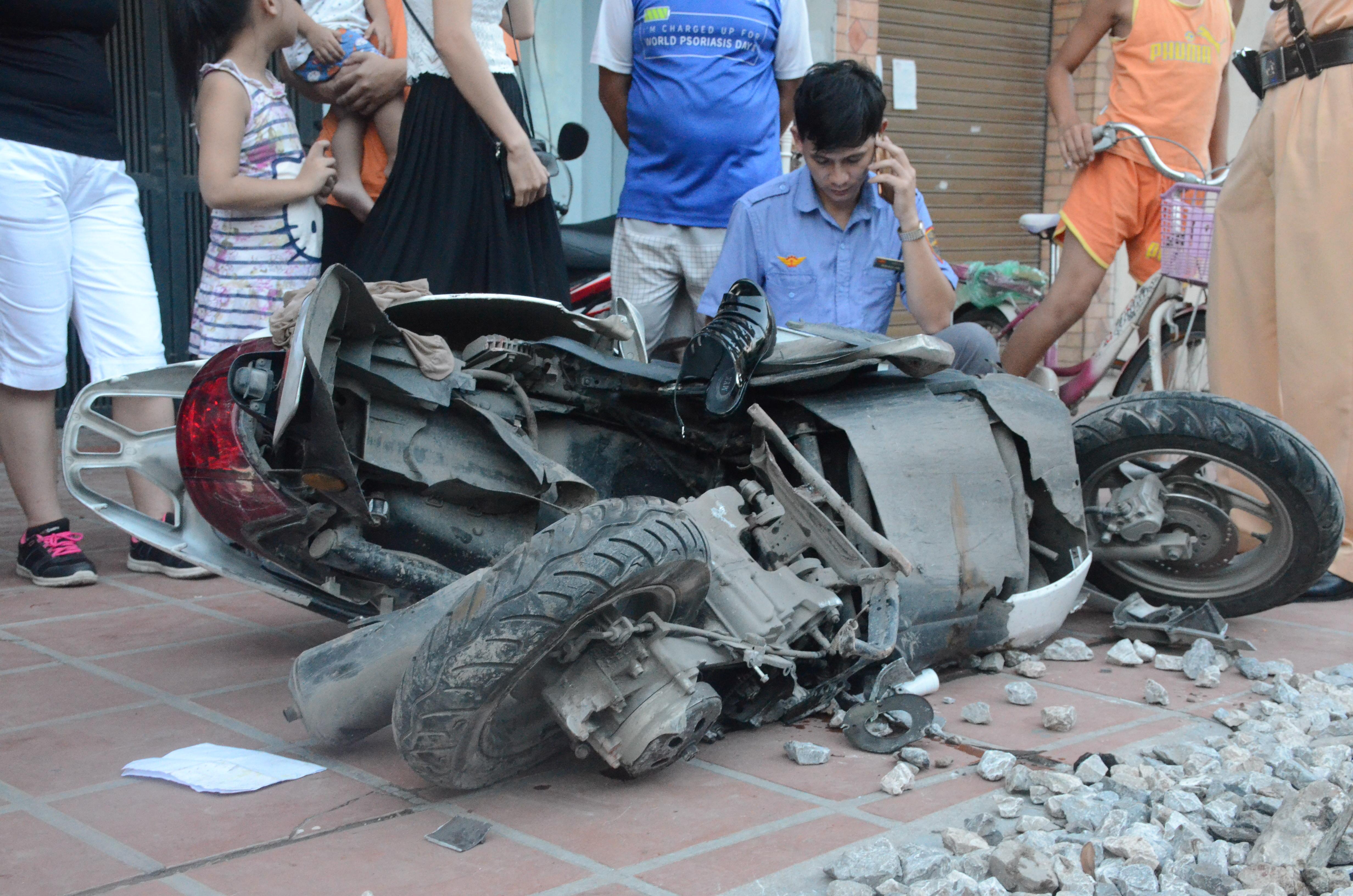 Hà Nội: Băng qua đường sắt trên phố Lê Duẩn, người phụ nữ bị tàu hỏa tông trúng, kéo lê gần 20 mét - Ảnh 3.
