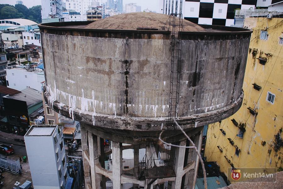 Một trong hai thuỷ đài tại Sài Gòn chuẩn bị tháo dỡ.