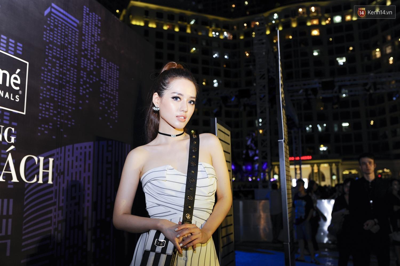 Quỳnh Anh Shyn già dặn, Châu Bùi chưa bao giờ lồng lộn đến thế trên thảm đỏ sự kiện thời trang - Ảnh 8.