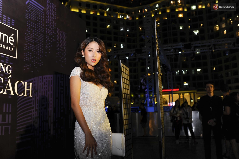 Quỳnh Anh Shyn già dặn, Châu Bùi chưa bao giờ lồng lộn đến thế trên thảm đỏ sự kiện thời trang - Ảnh 3.