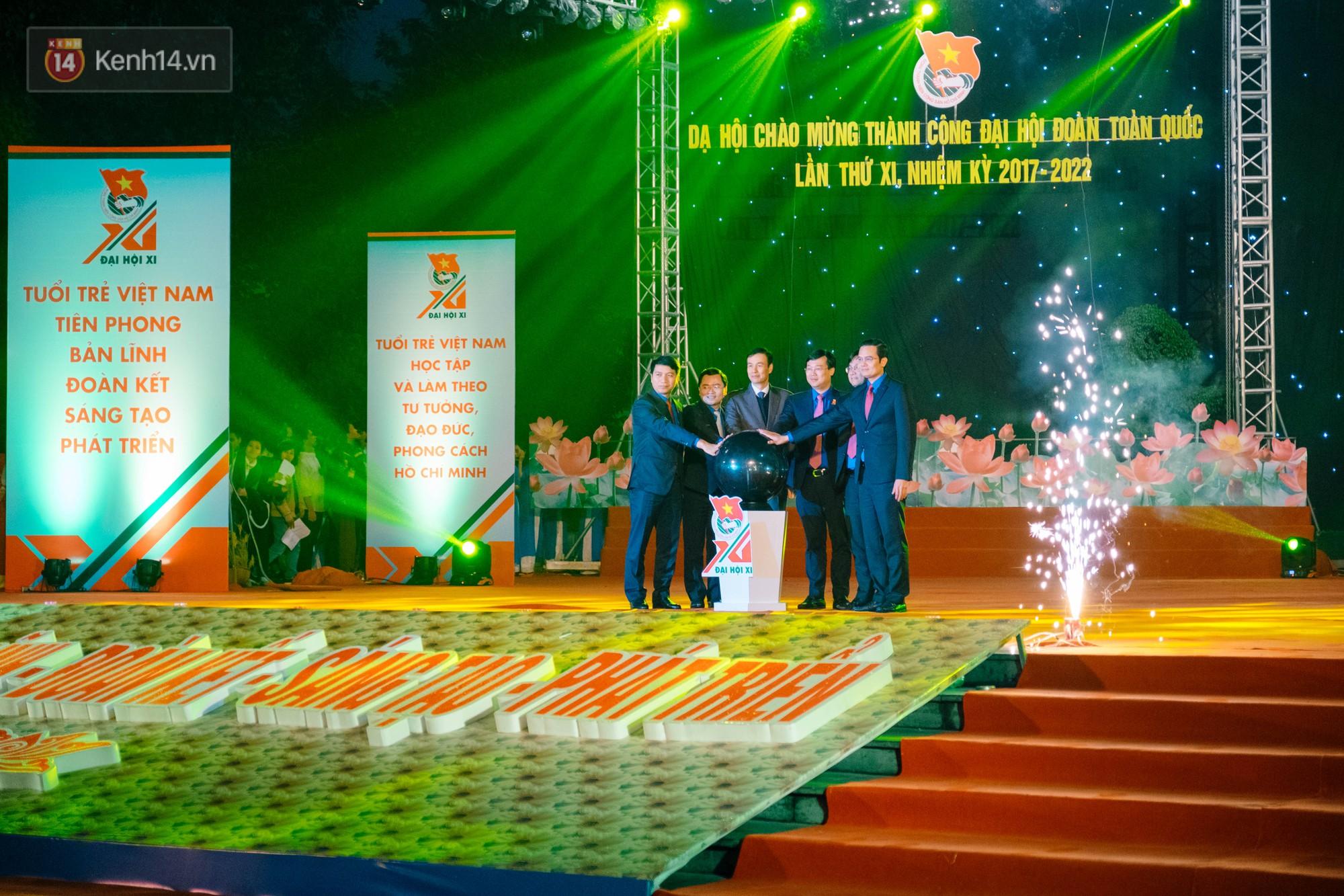 Dạ hội chào mừng thành công Đại hội Đoàn toàn quốc với màn hợp xướng 50 SV cực hoành tráng - Ảnh 3.