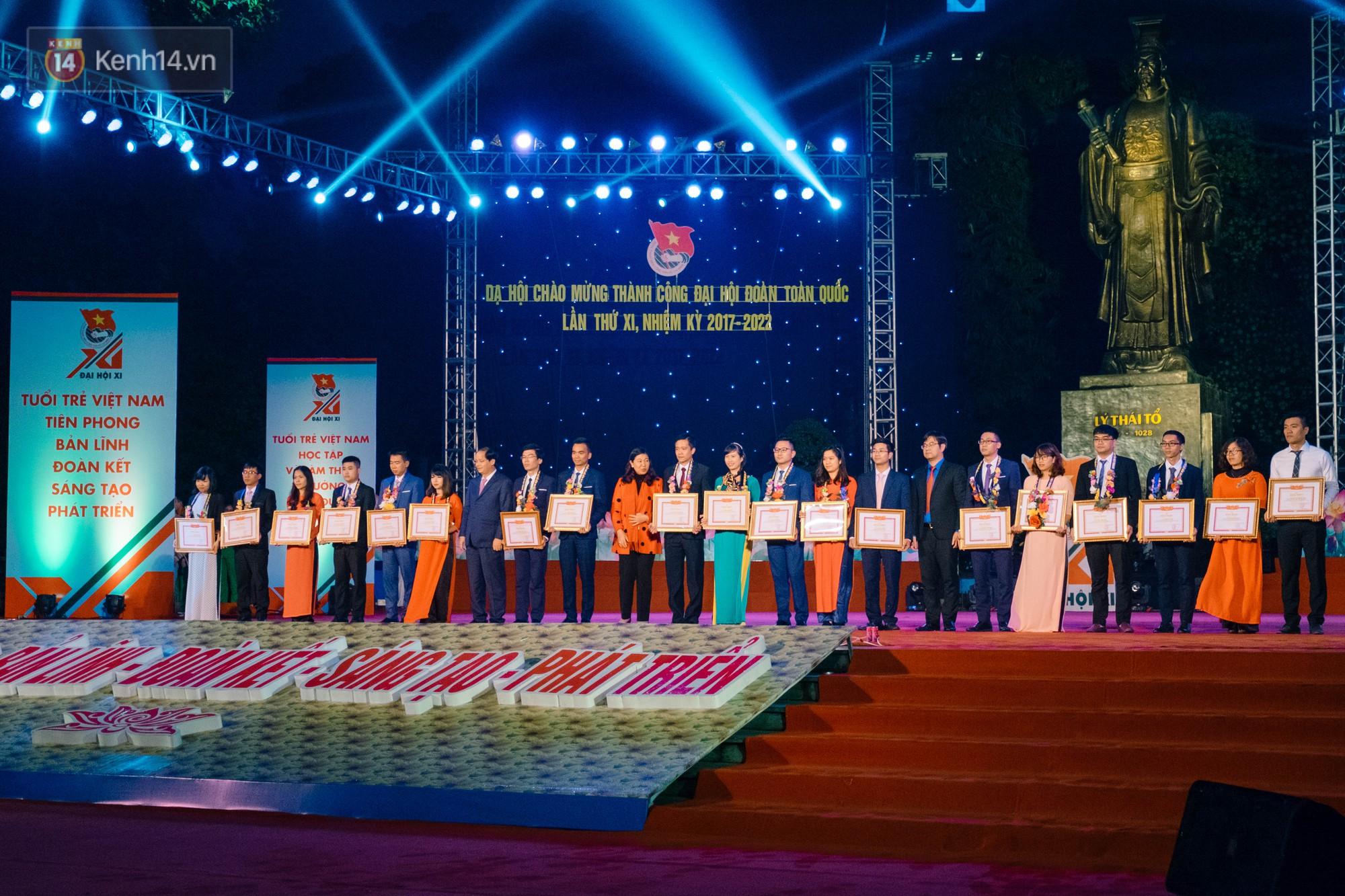 Dạ hội chào mừng thành công Đại hội Đoàn toàn quốc với màn hợp xướng 50 SV cực hoành tráng - Ảnh 4.