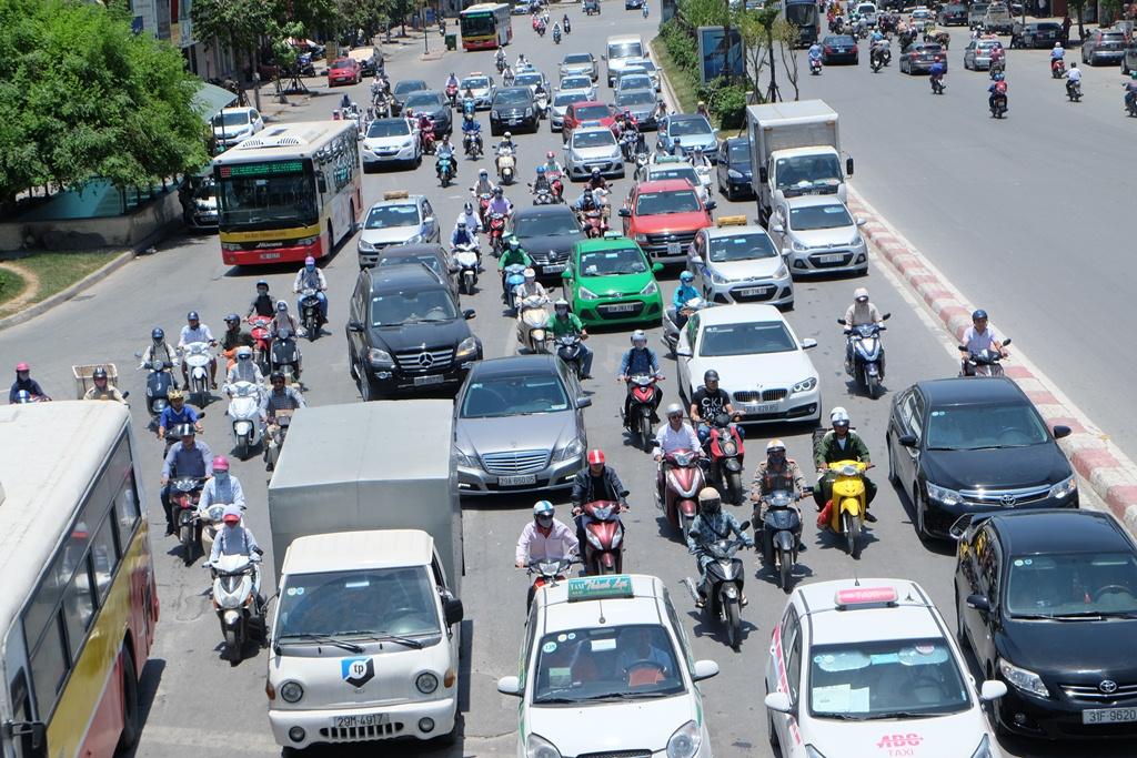Từ sáng 6/6, không khí lạnh tràn xuống chấm dứt nắng nóng kỷ lục ở Hà Nội và các tỉnh miền Bắc - Ảnh 1.
