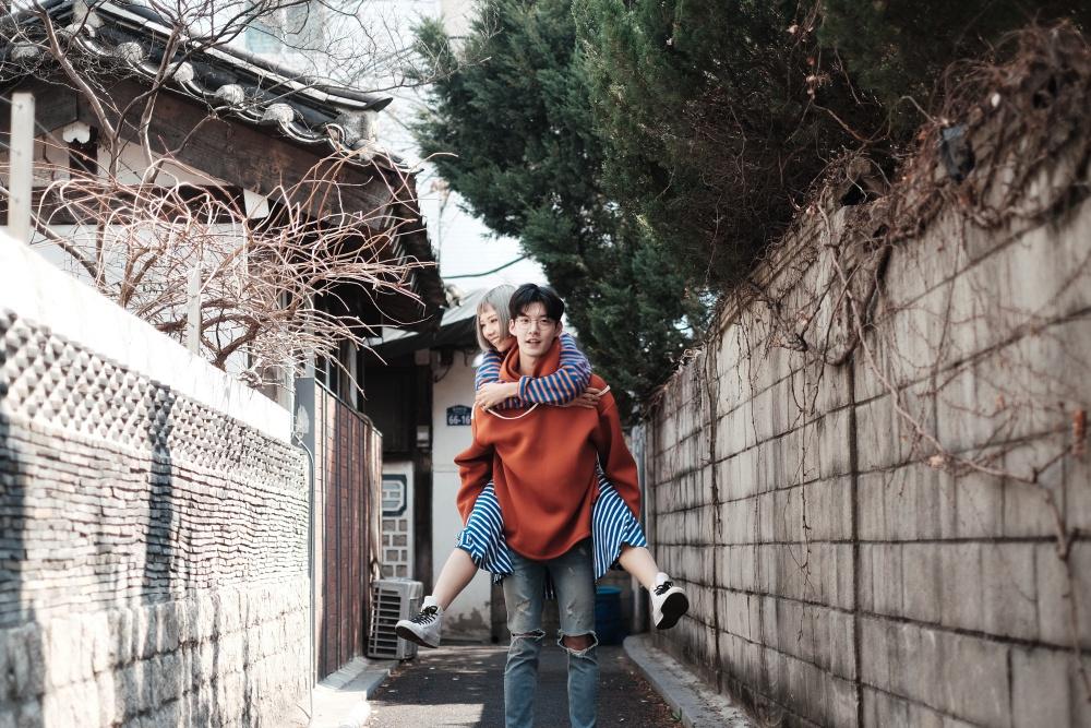 Min có cái kết thế nào với chàng soái ca phũ phàng xứ Hàn trong MV mới? - Ảnh 4.
