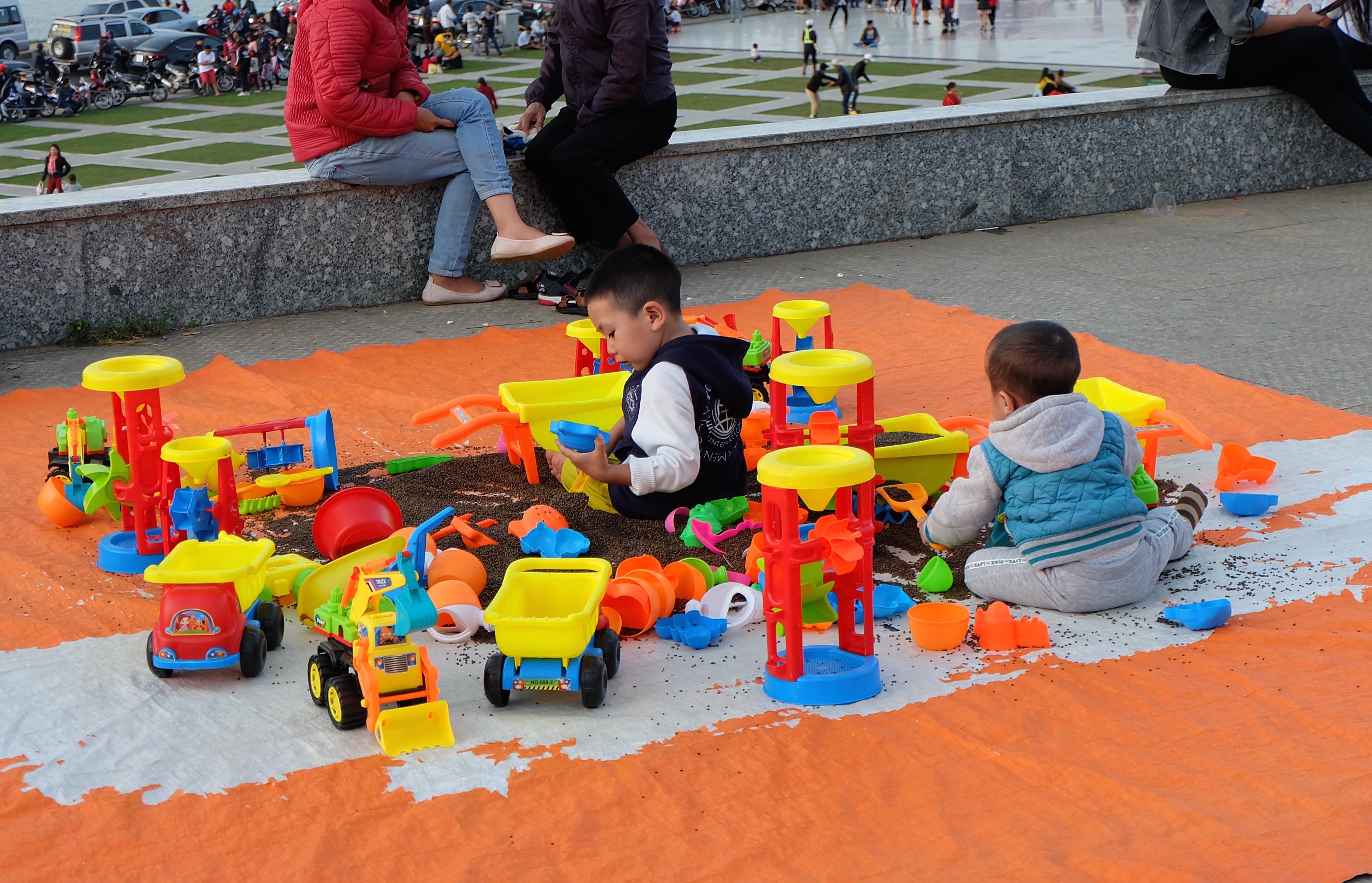 Đà Lạt: Quảng trường Lâm Viên tấp nập du khách dịp nghỉ lễ Quốc khánh - Ảnh 9.