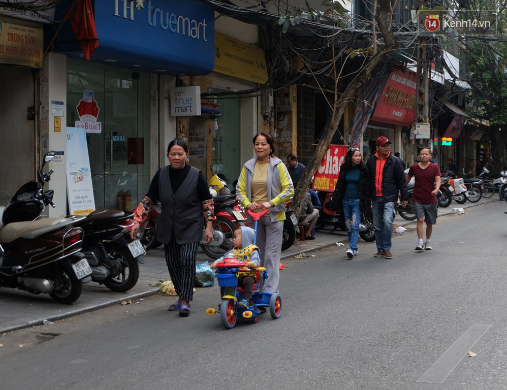 Sau Sài Gòn, Hà Nội ra quân giành lại vỉa hè cho người đi bộ - Ảnh 11.