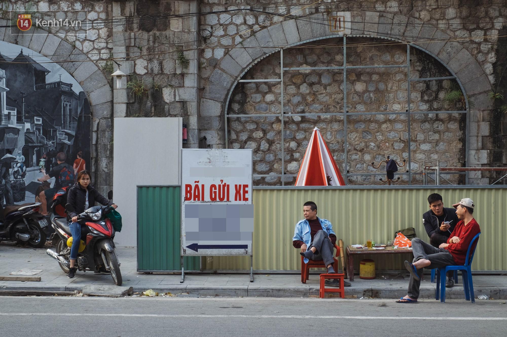 Hà Nội: Dự án bích họa trên phố Phùng Hưng bị đắp chiếu, biến thành bãi gửi xe bất đắc dĩ sau 1 tháng triển khai - Ảnh 7.