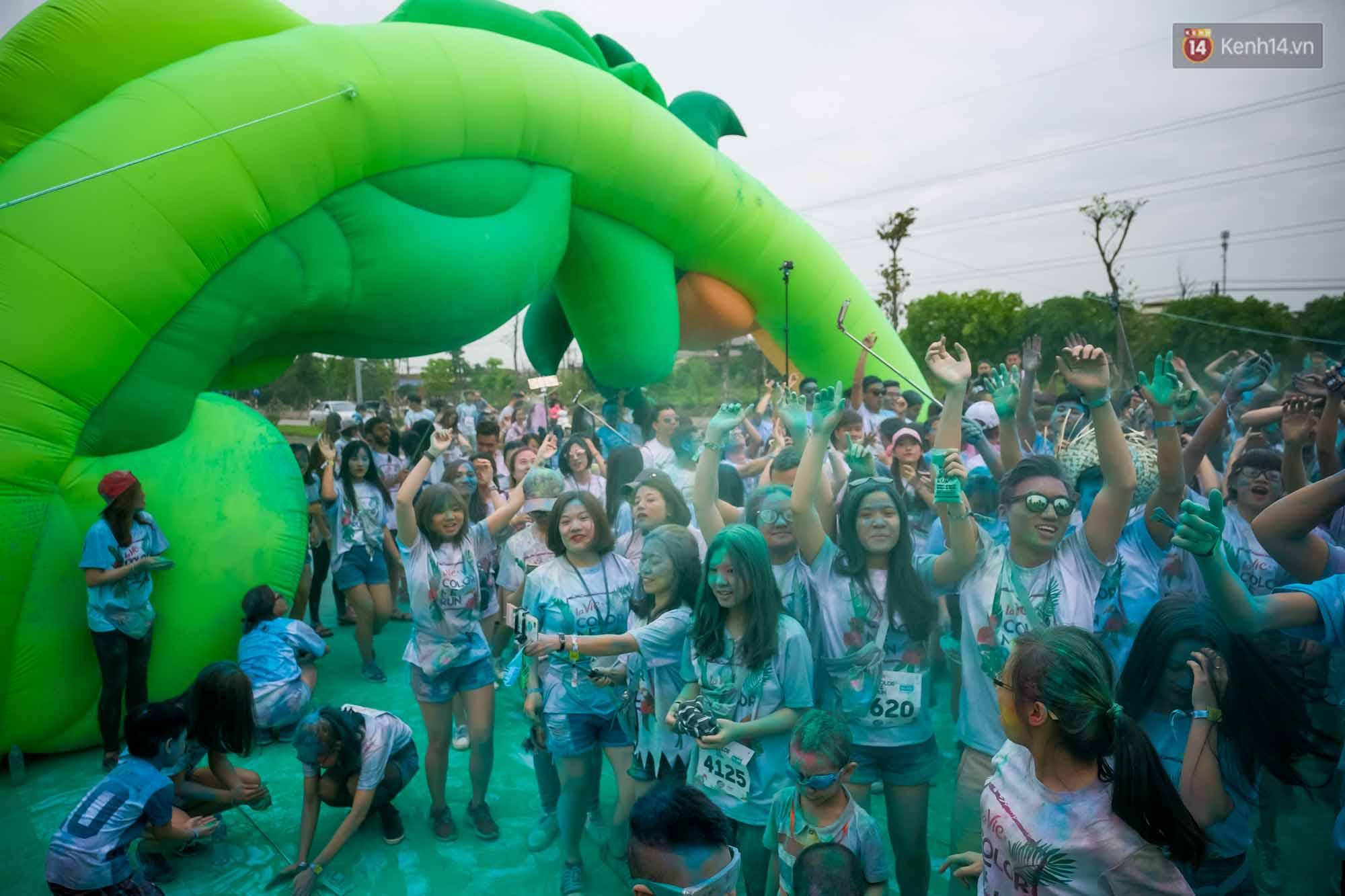 Những khoảnh khắc chứng minh đi Color Me Run lúc nào cũng vui và được quẩy hết mình! - Ảnh 13.