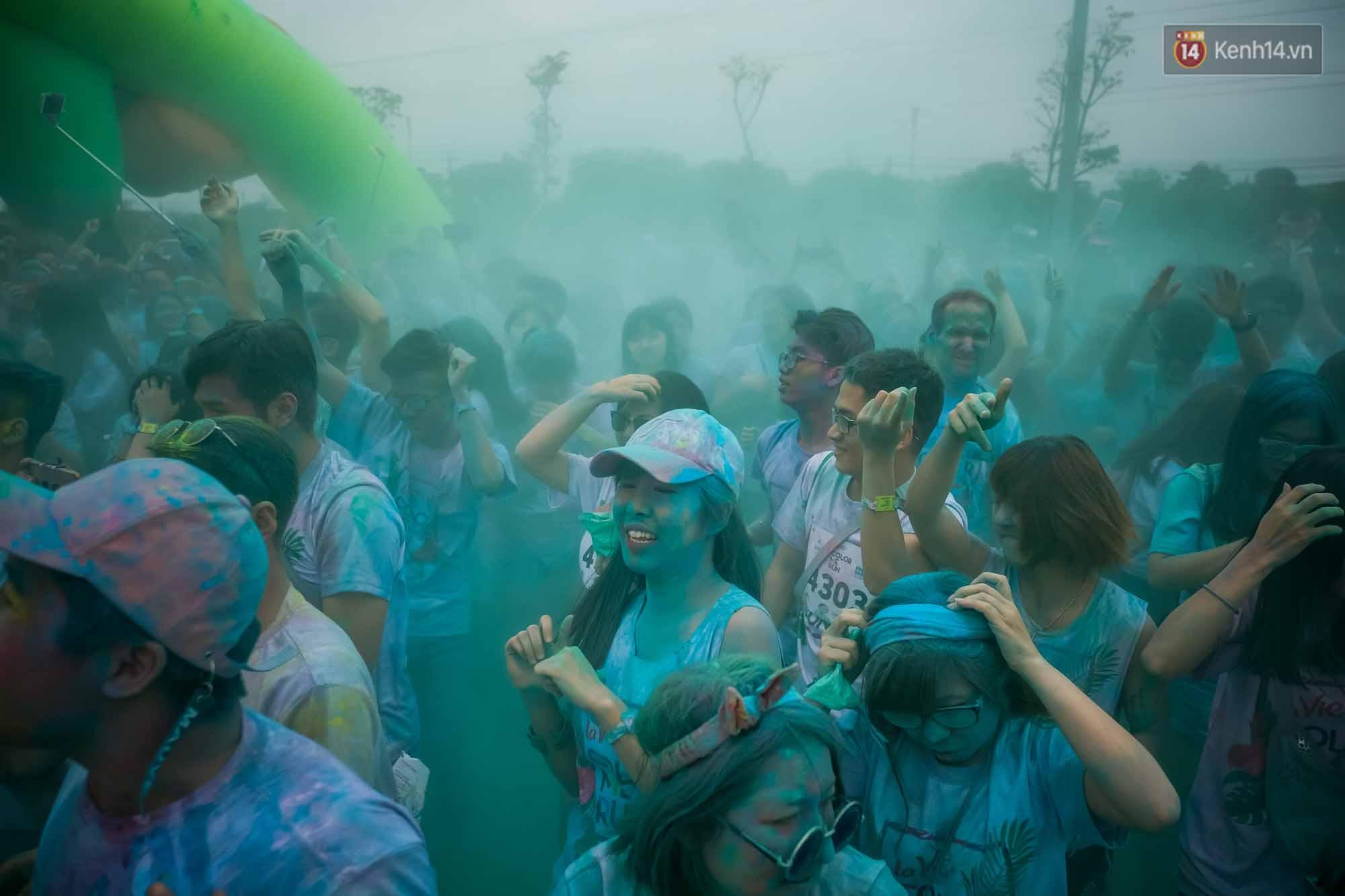 Những khoảnh khắc chứng minh đi Color Me Run lúc nào cũng vui và được quẩy hết mình! - Ảnh 14.