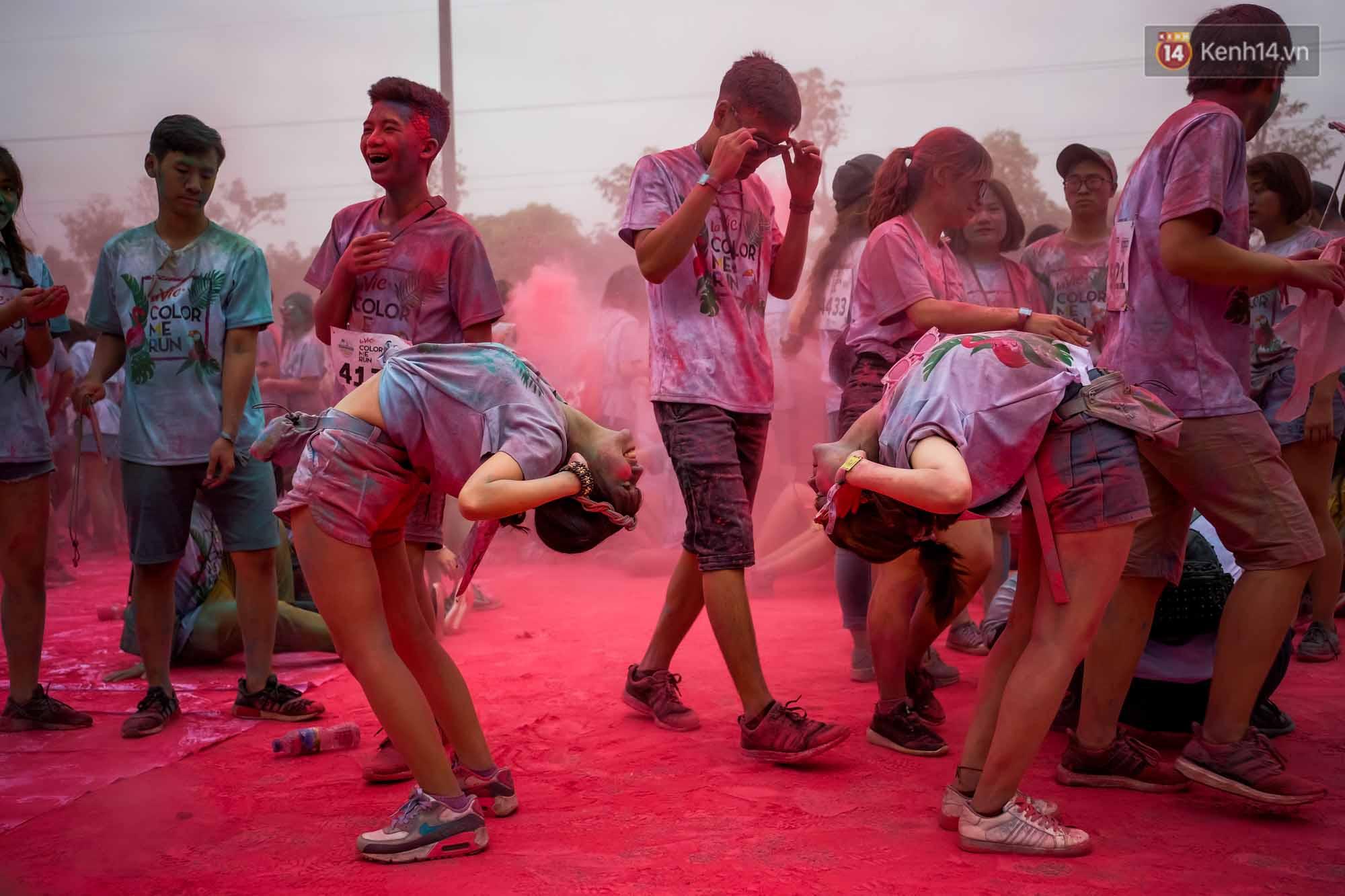 Những khoảnh khắc chứng minh đi Color Me Run lúc nào cũng vui và được quẩy hết mình! - Ảnh 17.