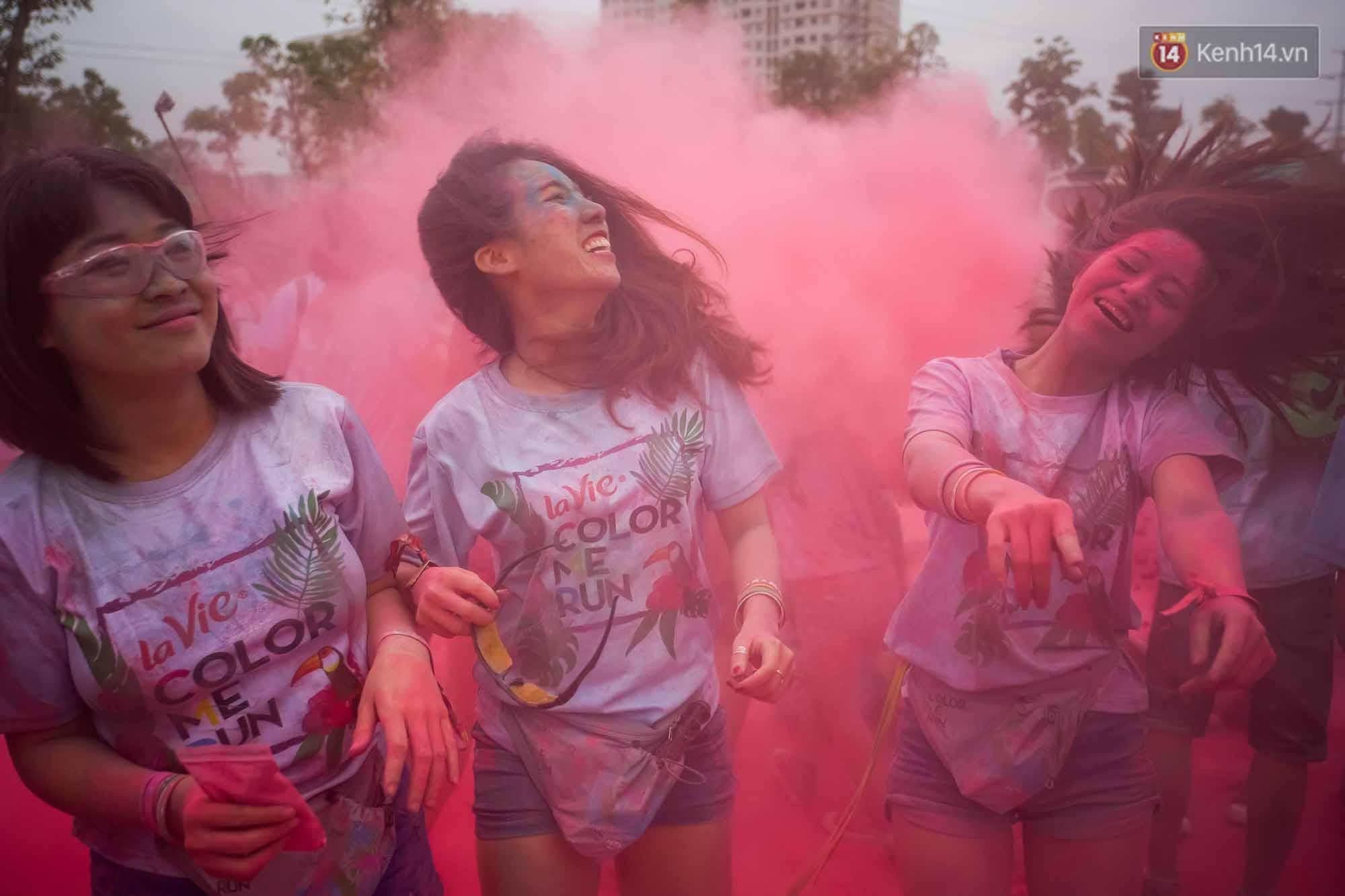 Những khoảnh khắc chứng minh đi Color Me Run lúc nào cũng vui và được quẩy hết mình! - Ảnh 19.