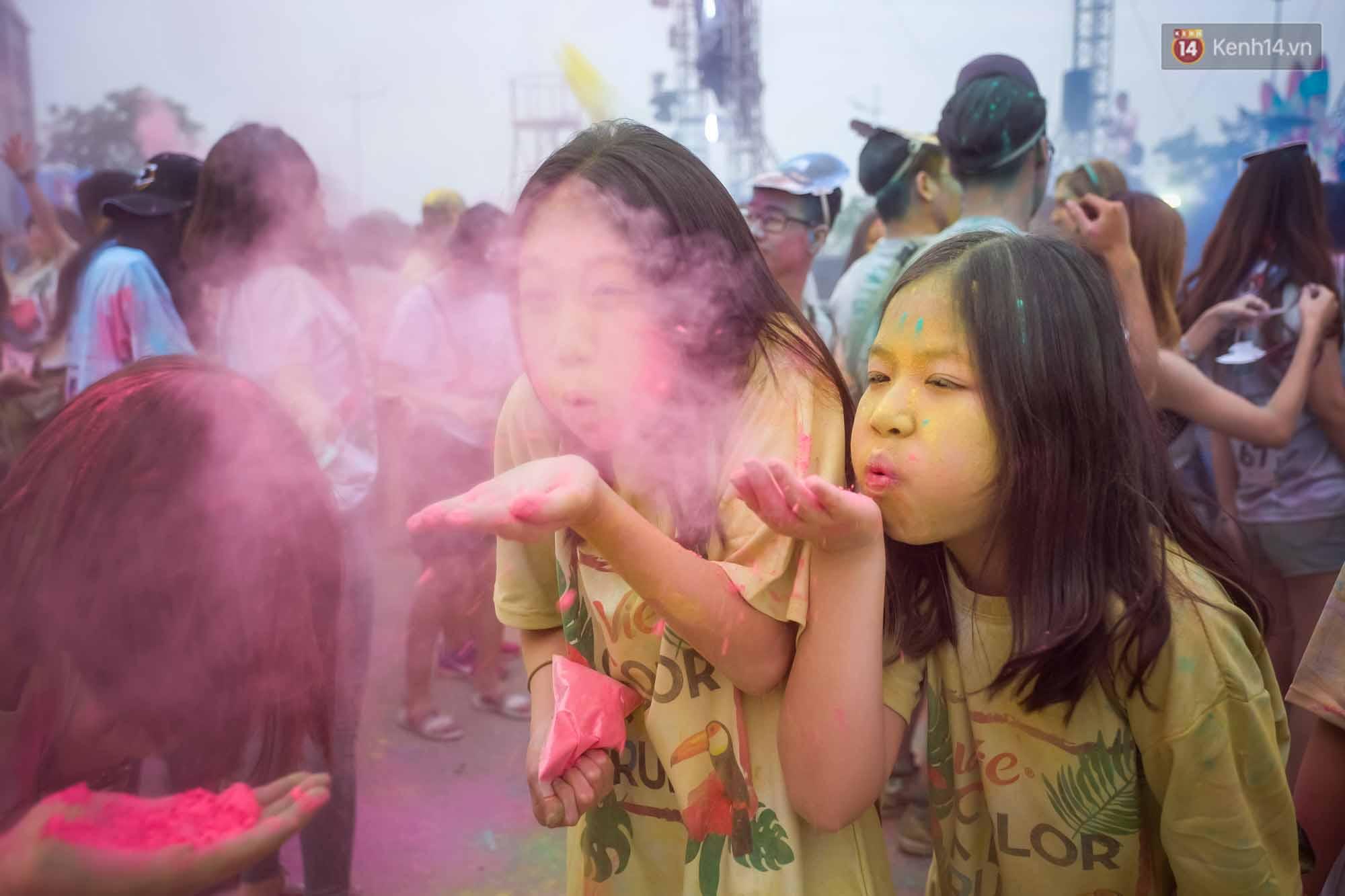Những khoảnh khắc chứng minh đi Color Me Run lúc nào cũng vui và được quẩy hết mình! - Ảnh 27.
