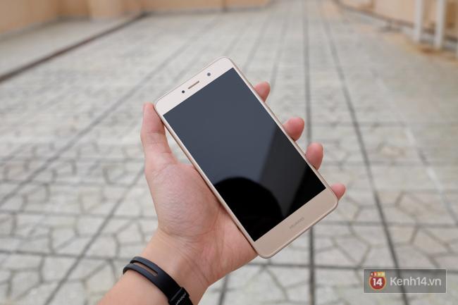 Đánh giá Huawei Y7 Prime: thiết kế khá đẹp, pin trâu, giá cả hợp lí - Ảnh 1.