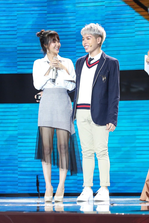 Cặp đôi hoàn hảo: Erik nằm vật ra sân khấu ăn vạ vì mất trai đẹp vào tay Hòa Minzy - Ảnh 6.